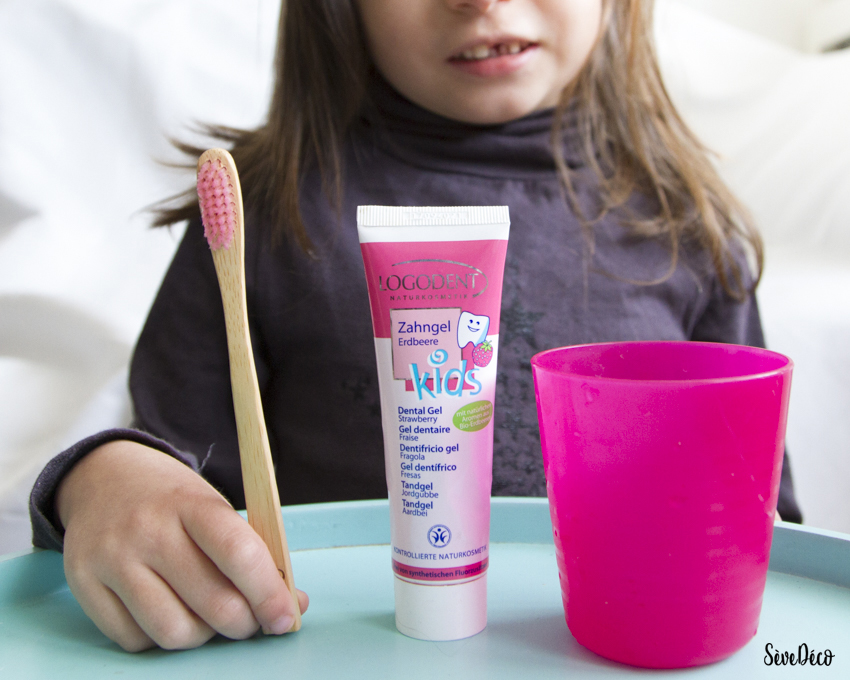 lavage-dents-enfant-etapes-dentifrice-bio-brosse-dents-bambou